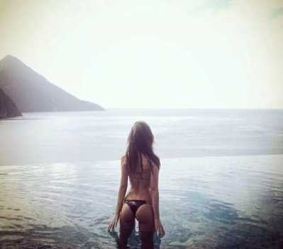 海边拍照姿势 明星教你海边拍照pose